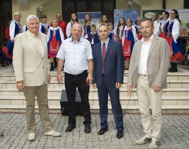 Pan Mirosław Siemiński - Inseminator Na Medal (drugi od lewej) w otoczeniu przedstawicieli SHiUZ Bydgoszcz: Pana Piotra Augustyniaka (drugi z prawej), Pana Edwarda Prokopczyka (pierwszy z prawej) oraz  Pana Witolda Neumera