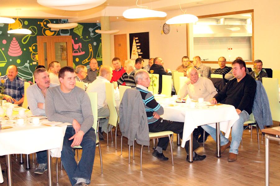 Anita Jadkowska, specjalista SHiUZ Bydgoszcz, omawia tematykę hodowli bydła