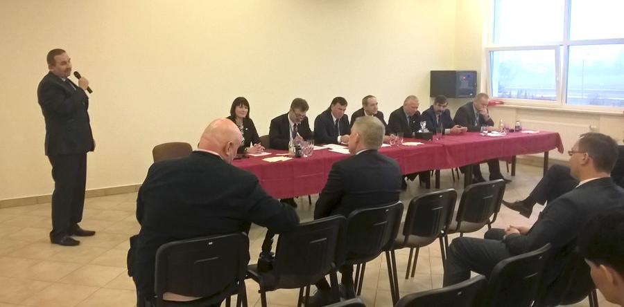 Pan Mariusz Wykrzykowski, członek Zarządu SHiUZ Bydgoszcz, gratuluje wyboru Panu prezesowi Krzysztofowi Banachowi