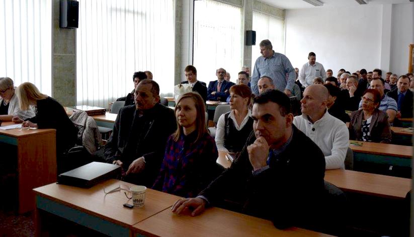 Uczniowie ze Szkoły Ponadgimnazjalnej w Kotowie z Panią Profesor Iwoną Dziechciarek