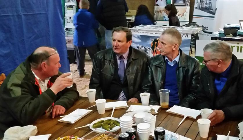 Od lewej: Pan Robert Blomendal, prezes Dochowo Dairy, Kazimierz Konsowicz,  dyrektor ds. doradztwa i szkoleń SHIUZ Bydgoszcz, Stanisław Szyca, dyrektor Ekofarm Wyczechowo, Pan Jan Czachorowski, prezes Gospodarstwa Rolnego Radostowo
