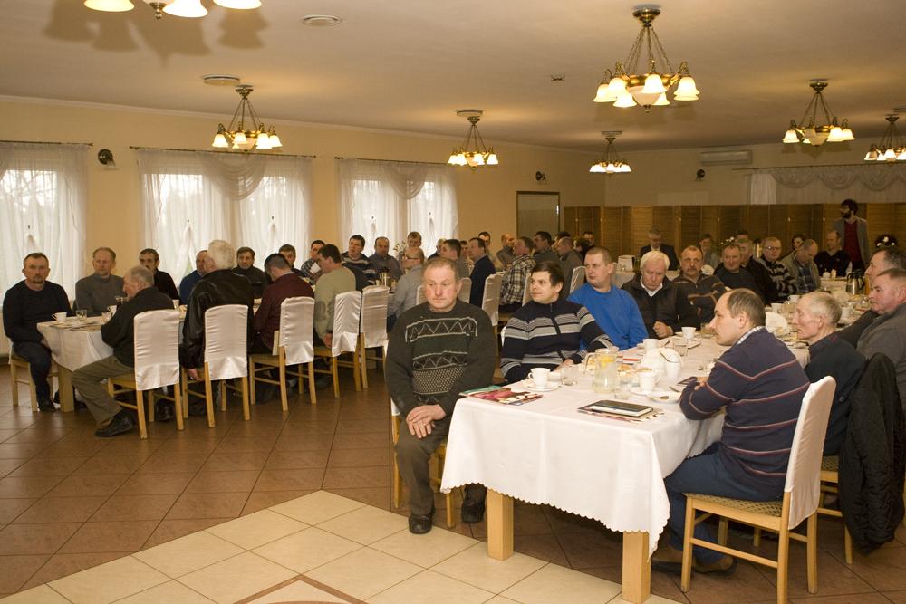 Od lewej: Stanisław Wyrębski, sekretarz PFHBiPM, Marek Wrzała, dyrektor PFHBiPM Regionu Oceny Bydgoszcz, Piotr Depta,  prezydent Kujawsko-Pomorskiego Związku Hodowców Bydła
