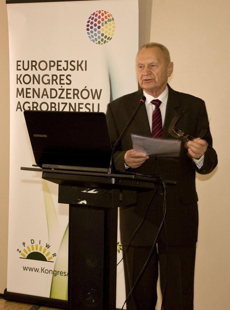 Leszek Dereziński,  prezes FZPDiWR przedstawia bieżącą sytuację organizacyjno-prawną dotyczącą obrotu ziemią w Polsce