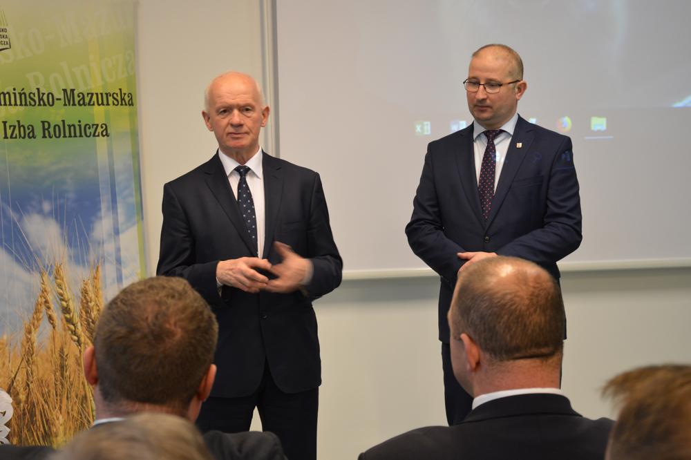 Od lewej: Sławomir Sadowski, wicewojewoda, Robert Nowacki, dyrektor WMODR Oddział w Olecku