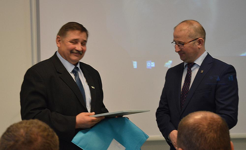 Od lewej: Andrzej Steckiewicz, prezes WMZHBM, Robert Nowacki, dyrektor WMODR Oddział w Olecku