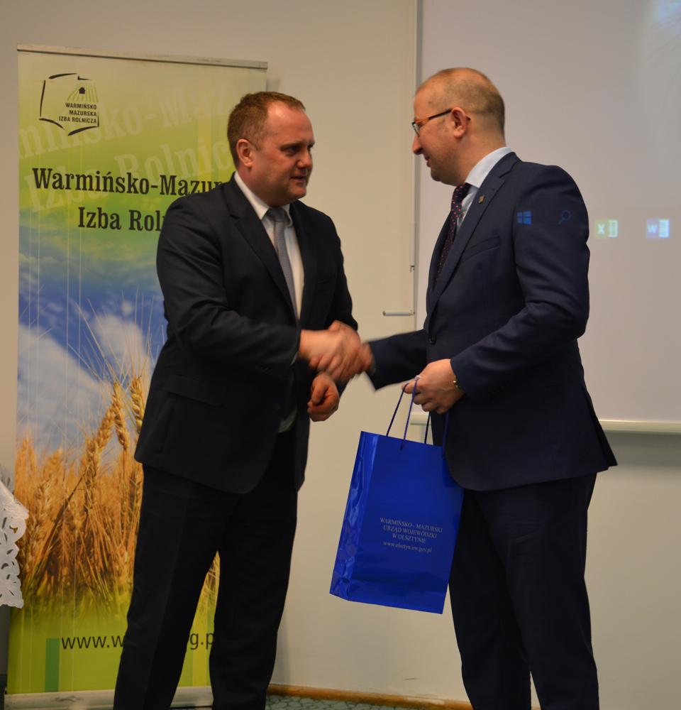 Od lewej: Damian Godziński, dyrektor WMODR w Olsztynie, Robert Nowacki, dyrektor WMODR Oddział w Olecku