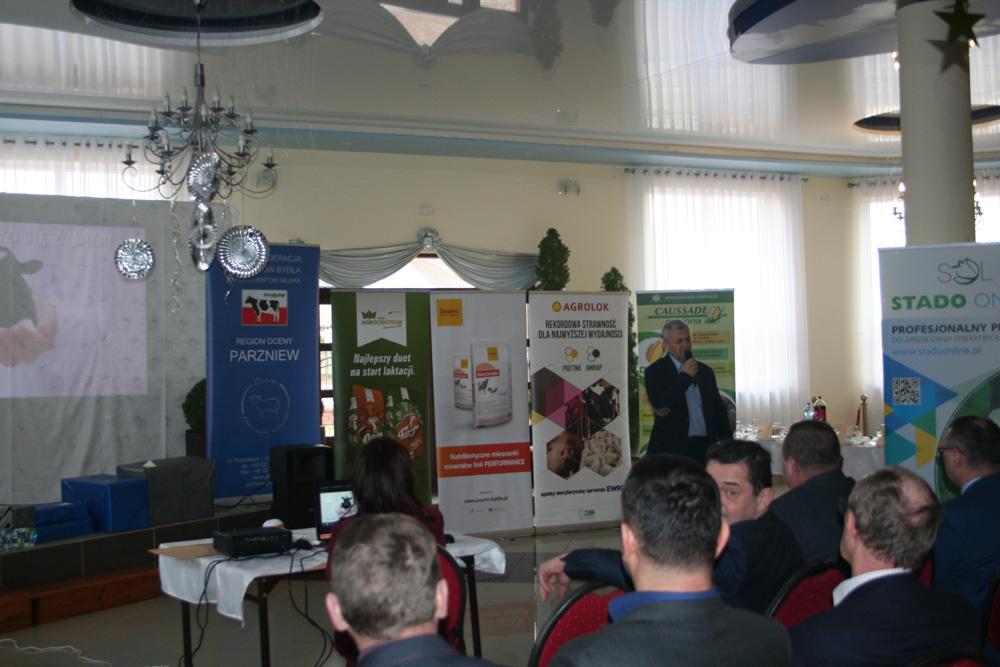 Bogdan Godlewski, specjalista ds. hodowli SHiUZ Bydgoszcz,  prowadzi wykład dla hodowcow