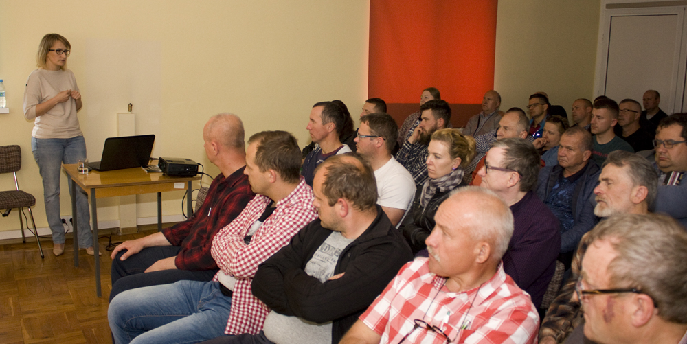 Najnowsze trendy w doskonaleniu genetycznym bydła przedstawia Monika Synakiewicz-Zimnicka, główny specjalista ds. hodowli bydła SHiUZ Bydgoszcz. Spotkanie z pracownikami PFHBiPM