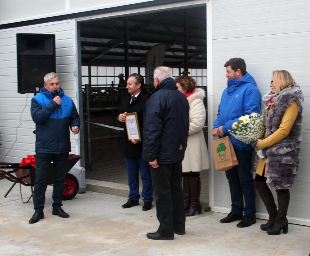 Bogdan Godlewski, SHiUZ Bydgoszcz, składa gratulacje Właścicielom Gospodarstwa w Kocach-Schabach w imieniu Zarządu SHiUZ